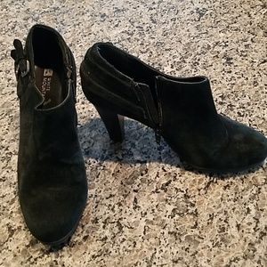 White Mountain black suede bootie